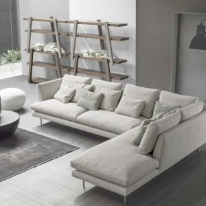 Model narożny, przeznaczony do większych wnętrz, gwarantuje komfortowy wypoczynek nawet czterem osobom. Fot. Bonaldo.