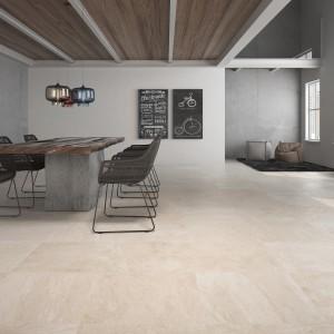 Glazurowane, beżowe płytki podłogowe pięknie komponują się z szarościami na ścianach. Fot. Metropol, kolekcja Trivor.