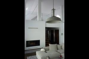 Cechą charakterystyczną wnętrza są minimalistyczne i industrialne lampy wyglądające na wzięte wprost ze