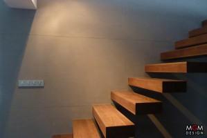 Ciekawą opcją są schody bez dodatkowego mocowania, bez poręczny. Fot. MGM Design
