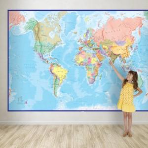 Dekoracja ścienna w formie gigantycznej mapy, to praktyczny pomysł na naukę geografii. Sprawdzi się w pokoju kilkulatka, jak i licealisty. Fot. Maps International.