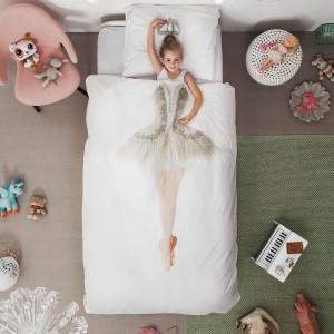 Córka otulona w pościel Ballerina nawet w czasie snu wygląda jak piękna baletnica. Fot. Design3000.