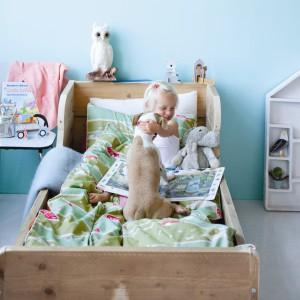 Po zielonej kołdrze i poduszce biegają rozbrykane konie, kozy i owieczki. Taka pościel zamieni łóżko dziecka w prawdziwe, wiejskie pastwisko. Fot. The Kid Who.