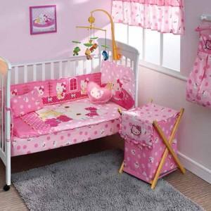 Która mała dziewczynka nie przepada za charakterystycznym, pyzatym kotkiem? Właśnie z myślą o nich powstała pościel Hello Kitty. Fot. ebay.com.