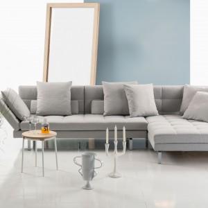 Prosta, klasyczna i niezwykle elegancka szara sofa narożna nawiązująca swą formą do klasycznych wzorców. Fot. Bruhl.