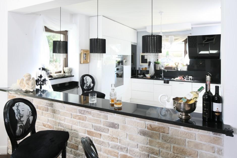 Czarno-białą wysmakowaną...  Cegła w kuchni - to proponują polscy projektanci