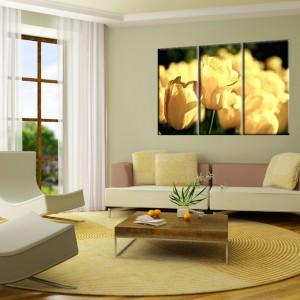 Kolejny tryptyk inspirowany naturą to propozycja sklepu AgatonStudio. Piękne żółte tulipany wprowadzą do wnętrza radość i wiosnę. Cena od 370 zł - w zależności od rozmiaru. Fot. AgatonStudio.