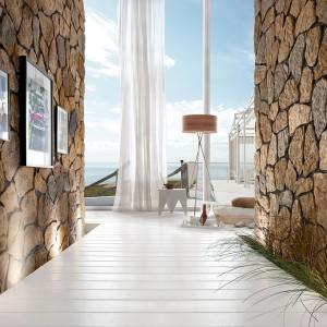 Nebraska to kolekcja, która najlepiej sprawdza się w środowisku mało zurbanizowanym, bliskim naturze. Jest idealnym rozwiązaniem dekoracyjnym, zwłaszcza przy stylizacjach rustykalnych doskonale oddających unikalny klimat architektury regionalnej. Fot. Stone Master.