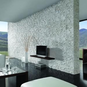Kamień dekoracyjny Bergamo Sahara o niezwykłej strukturze imitującej łupany drobno kamień. Fot. Stone Master.