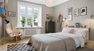 Modne szarości świetnie sprawdzą się w każdym wnętrzu. Wiele odcieni daje nam nieskończone możliwości aranżacji. Zobaczcie przykłady sypialni w których zdecydowano się na szare ściany.