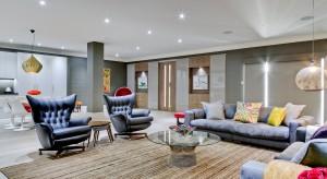 Czy w piwnicy można urządzić eleganckie, modne mieszkanie? Architekci z londyńskiego studia projektowego Daniel Hopwood udowadniają, że tak. Zobaczcie wnętrze ich autorstwa.