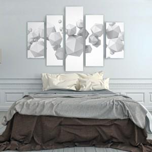 Obrazy drukowane na płótnie można podzielić nawet na pięć części i ustawić je symetrycznie lub zupełnie fantazyjnie. Grafika z przestrzennymi bryłami do nabycia w sklepie Fixar, cena w zależności od wymiarów. Fot. Fixar.