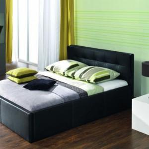Łóżko tapicerowane Trefl z pikowanym zagłówkiem, dostępne w dwóch wresjach: z pojemnikiem na pościel i bez pojemnika. Fot. Wajnert.