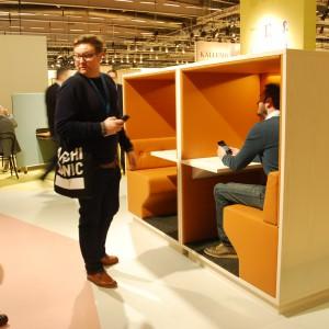 Marka Swedese do przestrzeni biura zaproponowała rozwiązania sprzyjające pracy w skupieniu, jak również nieskrępowanym rozmowom biznesowym. Fot. Marta Ustymowicz