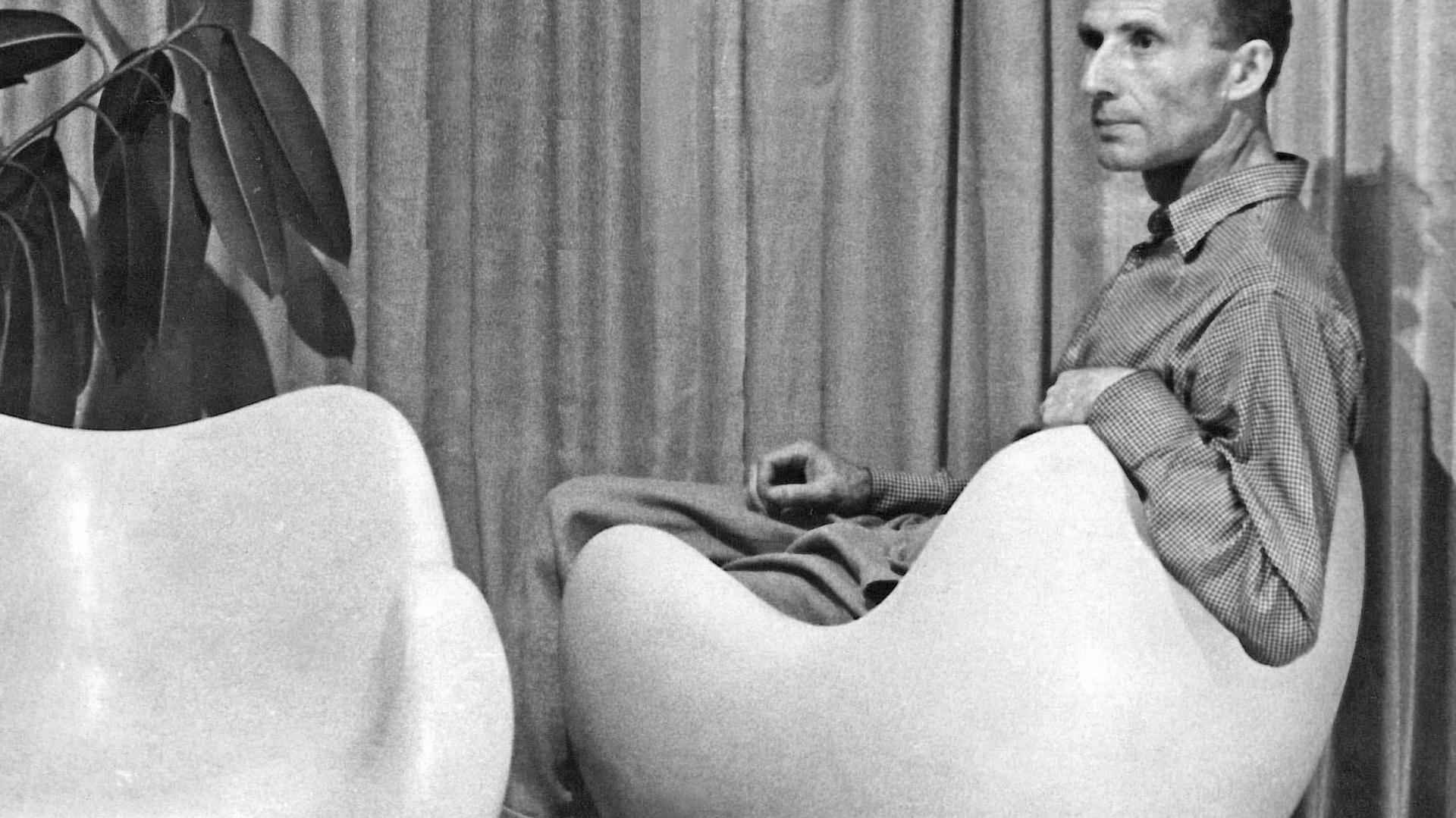 Projektant, Roman Modzelewski na swoim legendarnym fotelu 58. Fot. Archiwum