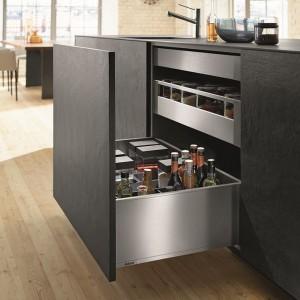 System szuflad Legrabox od firmy Blum to nowoczesne, praktyczne rozwiązanie połączone z prostym, gładkim designem. W linii dostępne są szuflady standardowe lub wewnętrzne, szuflady z wysokim frontem lub wysokie szuflady wewnętrzne. Fot. Blum.