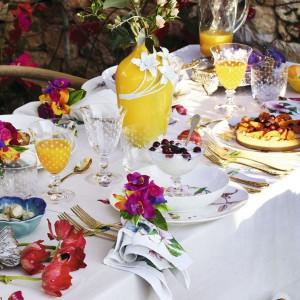 Walentynki to święto miłości, a miłość kojarzy się z wiosną. Dlatego przy walentynkowych aranżacjach stołu warto pamiętać o lekkości, kwiatach i kolorach, które uprzyjemnią spędzony razem czas. Fot. Zara Home.