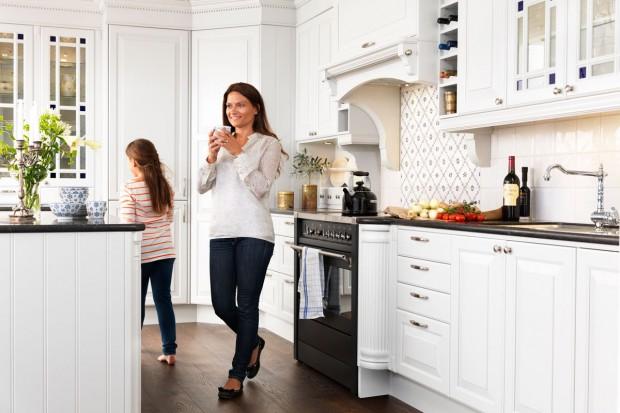 Są bardzo kobiece, delikatne i kreują w kuchni atmosferę domowej przytulności. Kuchnie klasyczne to ponadczasowa elegancja, która nie wychodzi z mody.