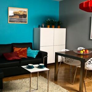 Niebieski symbolizuje wytrwałość i  niezawodność, mądrość oraz lojalność. Warto więc zaprosić tę barwę do naszego salonu. Fot. Tikkurila.