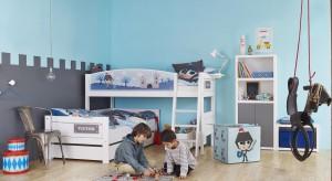 Praktyczne ustawienie łóżek w pokoju rodzeństwa pozwoli do maksymalnie wykorzystać przestrzeń oraz pogodzić interesy obu pociech. Zapraszamy do galerii, gdzie znajdziecie sprytne konfiguracje dziecięcych łóżek.