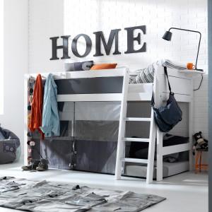 Piętrowe łóżko pomoże pogodzić w jednym pokoju interesy chłopców w różnym wieku. Pod warunkiem jednak, że jeden będzie chciał spać na dole, a drugi na górze. Fot. Cuckooland.