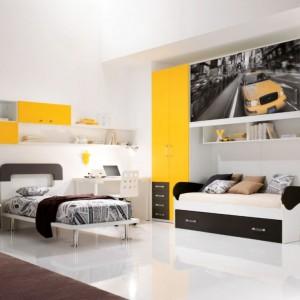Jeżeli w pokoju nie mamy zbyt wiele miejsca możemy zafundować dzieciom lub jednej z pociech, łóżko rozkładane. Fot. Spar.