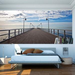 Czy ktoś widział Bałtyk wiosną? Jeśli nie, to zanim wybierzecie się nad polskie morze, proponujemy fototapetę marki Dekornik tworzącą w sypialni klimat wybrzeża. Fot. Dekornik.