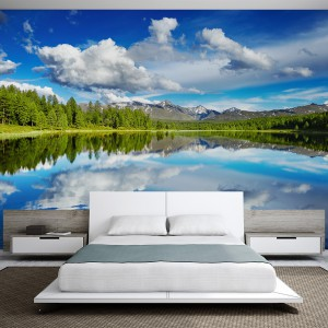 Góry i woda w jednym miejscu to idealne połączenie. Pejzaż górskiego jeziora wprowadzi do sypialni równie idealną, wiosenną świeżość. Fot. Pixers.