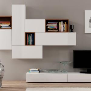 Szafka RTV z kolekcji mebli Dorade X marki La Forma to imponujące połączenie drewna z lakierem wysoki połysk. Fot. Le Pukka.