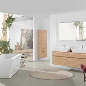 Kolekcja mebli Legato oraz wana z kompozytu SquaroEdge12 firmy Villeroy&Boch tworzą nowoczesną, a przy tym stylową aranżację wnętrza. Fot. Villeroy&Boch.