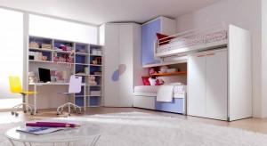 Zastanawiacie się jak umeblować przestrzeń dziecka, by było w niej jak najwięcej miejsca do zabawy? Zobaczcie praktyczny pomysł.
