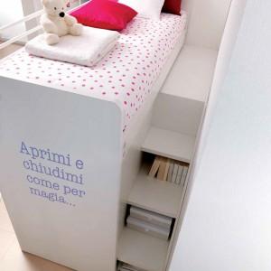 Piętrowe łóżko jest nie tylko praktyczne, ale i bardzo inspirujące. Przy odrobinie wyobraźni można np. urządzić w nim domek lub zamienić w kosmiczny statek. Fot. Doimo Cityline.