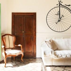 Piękna naklejka ze starym rowerem z kolekcji Ride for life to propozycja sklepu Big Trix. Spodoba się nie tylko miłośnikom jazdy rowerem, ale powinna zadowolić też amatorów wystroju w stylu vintage. Fot. Big Trix.