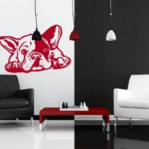Butik Psiakrew przygotował serię psich ozdób nie tylko na ściany. Naklejka z buldożkiem francuskim nadaje się też na samochody i iPady. Do kupienia na DaWanda. Cena w zależności od rozmiaru. Fot. DaWanda.