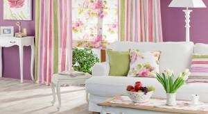 Dlaczego warto urządzić salon w pastelach? Są piękne, subtelnie ożywiają wnętrze i jak barwy w żadnej innej tonacji kojarzą się z wiosną.
