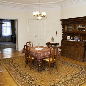 Dawna jadalnia przed remontem. Po przemianie zachowała swoją funkcję, ale dodatkowo zaplanowano w niej także kuchnię. Fot. Iwona Kurkowska.