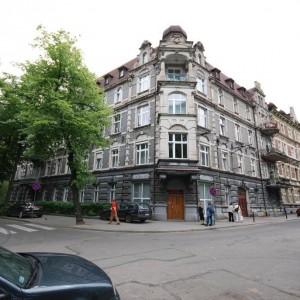 Pięknie odrestaurowana zabytkowa kamienica w Gliwicach pochodzi z końca XIX wieku. To ona skrywa to przepiękne, urzekające mieszkanie. Fot. Iwona Kurkowska.
