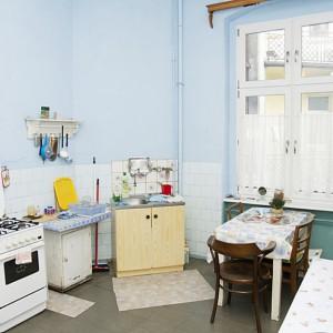 Dawna kuchnia składała się z dość przypadkowych mebli i sprzętów. W nowej wersji mieszkania w jej miejscu usytuowano sypialnię. Fot. Iwona Kurkowska.