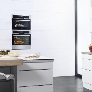 Wielofunkcyjny piekarnik parowy Electrolux EEB8585POX z linii Inspiration. Gotowanie na parze zapewni zdrowe jedzenie, z zachowanymi składnikami odżywczymi, a możliwość montażu w zabudowie zapewni schludny wygląd kuchni. Fot. Electrolux.