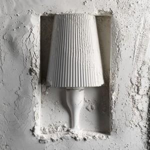 Wszystkie lampy autorstwa Ferruccio Laviani łączy jedno. Każda z nich jest najpierw tworzona jako odlew gipsowy, na którym wzorowana jest cała produkcja. Fot. Design Studio Laviani.