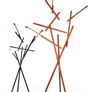 Lampy Cages przypominają pręty klatki, połączone ze sobą w chaotyczną konstrukcję. Projekt dla marki Foscarini. Fot. Design Studio Laviani.