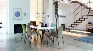 Stół w salonie nie jest konieczny, jednak bardzo przydatny. Zobaczcie jakie modele sprawdzą się w tym reprezentacyjnym wnętrzu.