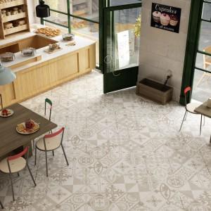 Płytki podłogowe w wypranych kolorach ziemi z delikatnymi, dekoracyjnymi wzorami. Nie przytłoczą przestrzeni kuchni, ale nadadzą jej delikatny urok. Fot. Aparici, kolekcja Retro.