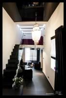 Wykorzystanie wysokiej przestrzeni w formie antresoli zwiększa powierzchnię i funkcjonalność pomieszczenia.