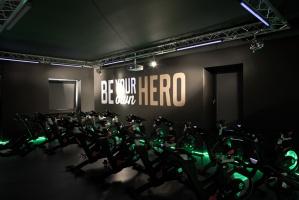 Sala ekstremalnych ćwiczeń jazdy na rowerze - Indoor Cycling