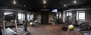 Sala do indywidualnych ćwiczeń z trenerem personalnym z przejściem na salę mentalną