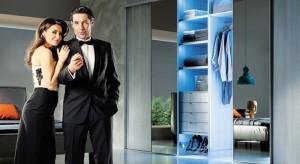 Szafa to nie tylko ubrania, ale także nowoczesny design, który w połączeniu z funkcjonalnością ułatwi utrzymanie porządku w każdej kobiecej garderobie. O tym co powinno znaleźć się w garderobie każdej kobiety i jak zapanować nad porządkiem