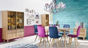 Salon połączony z jadalnią to bardzo popularne rozwiązanie. Wychodząc na przeciw potrzebom konsumentów producenci stworzyli kolekcje mebli dedykowane do obu tych pomieszczeń.