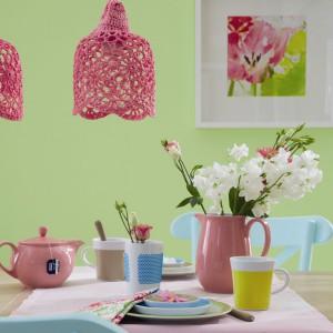 Wśród produktów firmy Kahla znajdziemy dużo kolorowych wiosennych kubków i czajniczków, które mogą stać wdzięcznym prezentem z okazji Dnia Kobiet. Do kupienia w sklepie Czerwona Maszyna. Fot. Kahla.