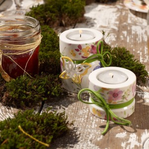 Piękne porcelanowe świeczniki na podgrzewacze to propozycja marki Villeroy&Boch. Kwiatowy wzór idealny na wiosenne święto, jakim jest Dzień Kobiet. Fot. Villeroy&Boch.